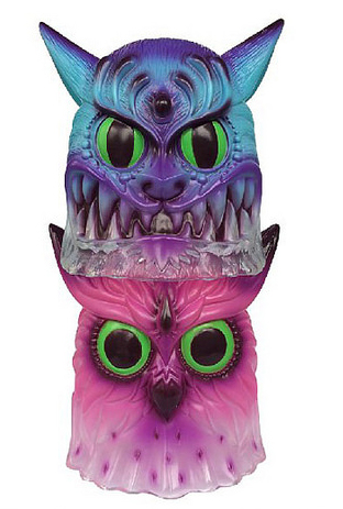 SDCC 2014 exclusive stackable japanese vinyl owl by Jeff Soto and Blackbook Toy. This listing is for the blue edition only. A beautiful airbrush ombre paint effect.