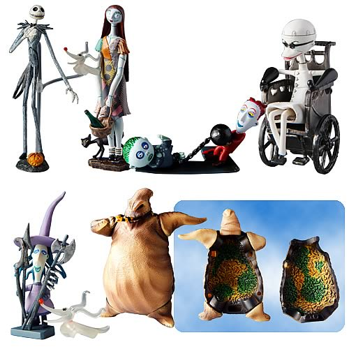 Snap these highly detailed 2-4 inch figures together to recreate a scene from Nightmare Before Christmas! Collect all six!