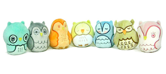 Adorably cute Owlets series by Scarygirl creator Nathan Jurevicius and designer/illustrator Andrea Kang.  Give a hoot about the Owlets! :)  7 possible styles in this blind box series.