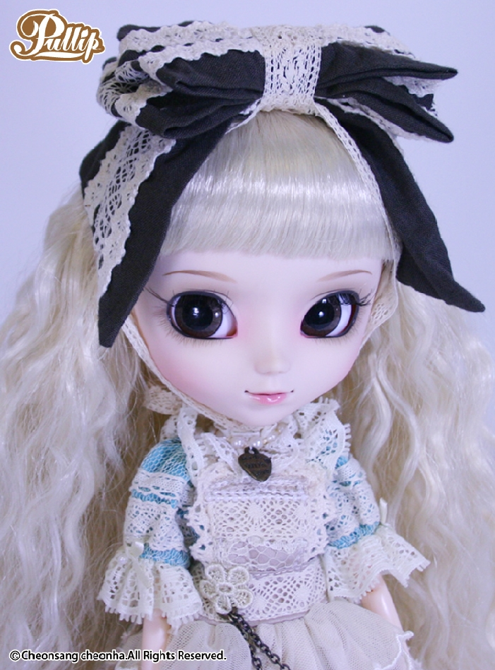 This Pullip doll