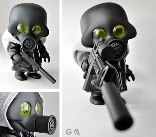 Germ S002 [Born Wrong] edition includes: jacket with intgrated hoodie,sM4 with removable supressor and sniper scope, sMK23 with removable suppressor as well as two sets of arms and a removable helmet.